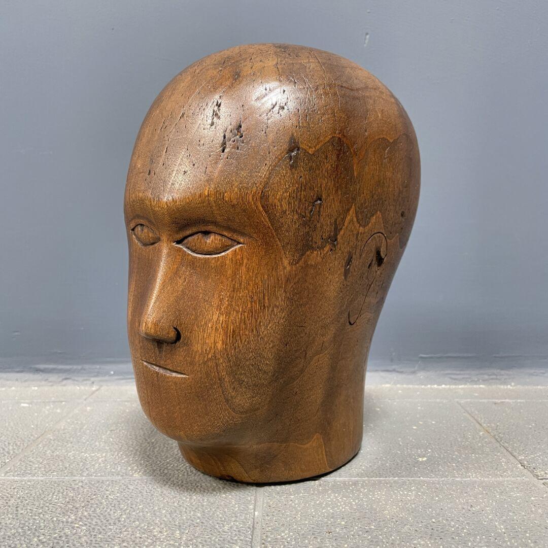 Houten hoedenmakers hoofd met gezicht
