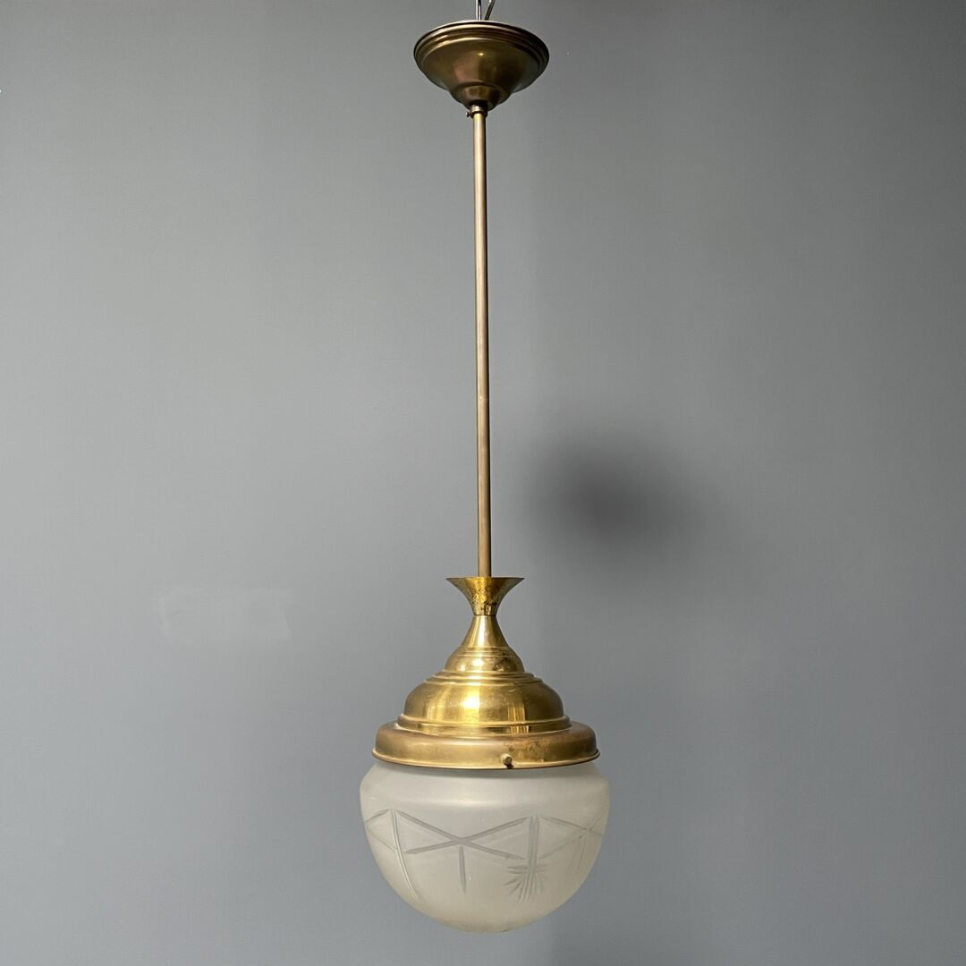 Grote messing hanglamp met matglazen bol
