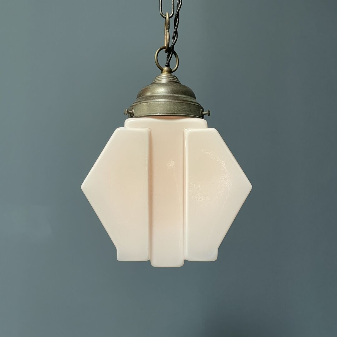 Hoekige art deco hanglamp van roze glas