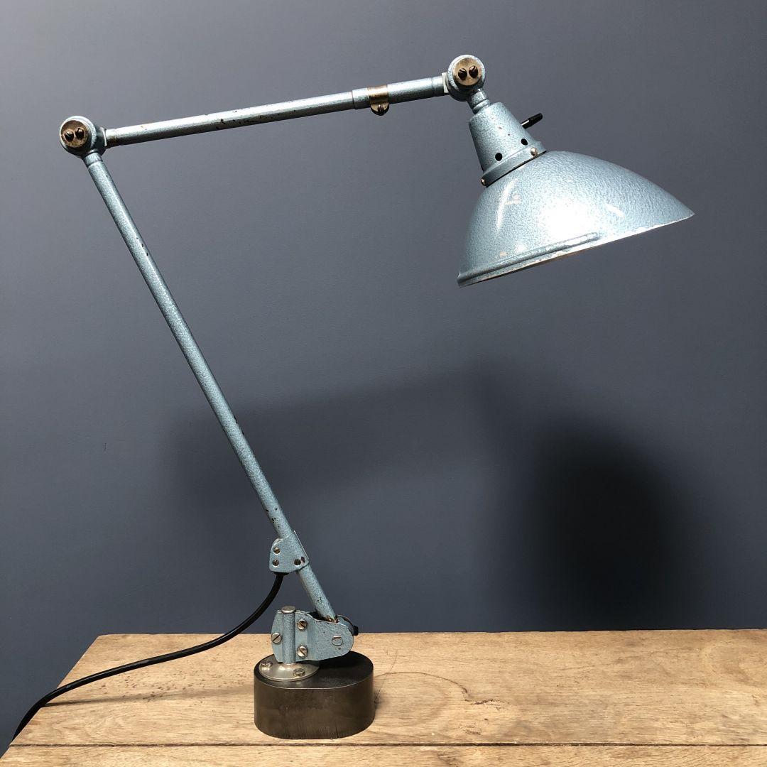 Hamerslag blauwe Midgard tafellamp