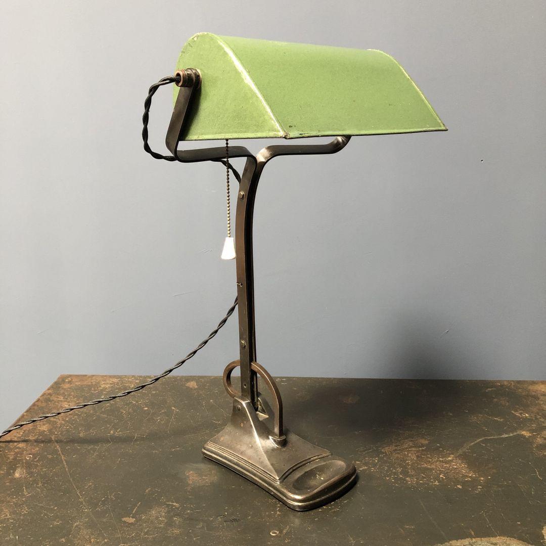 Bankiers bureaulamp met bronzen voet