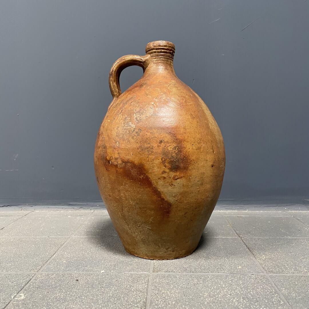 Antieke kruik van aardewerk