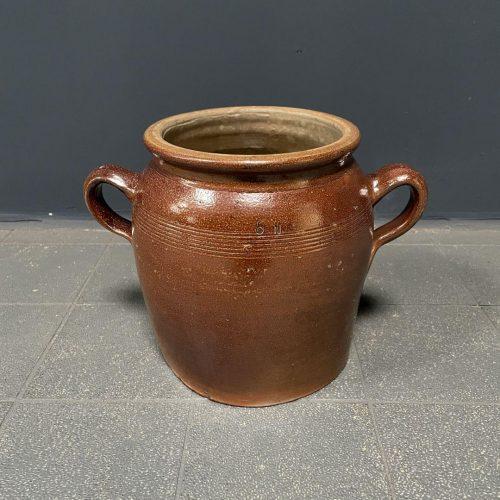 Bruine aardewerk pot met oren