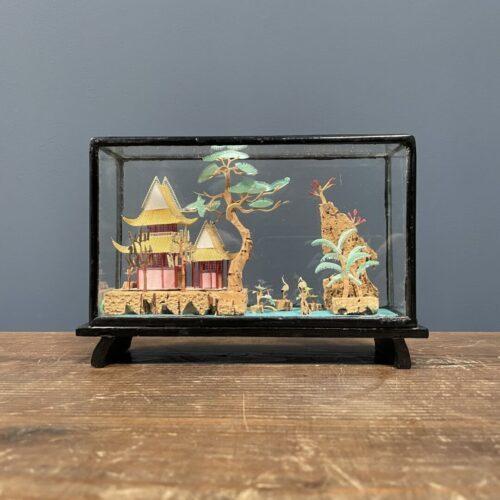 Kleine vitrine met Chinees miniatuur