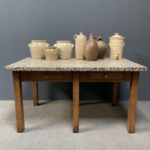 Oude eiken werktafel met granito blad