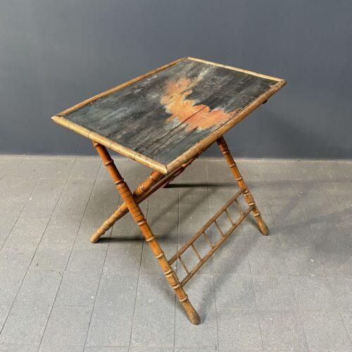 Beschilderde houten klaptafel uit Frankrijk
