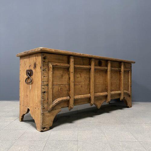 Prachtige gotische kist van grenenhout
