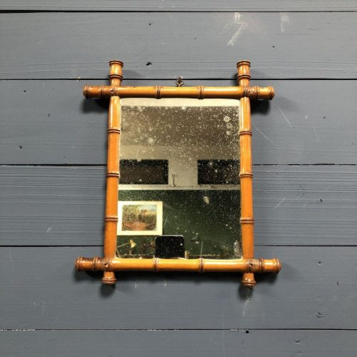 Kleine verweerde faux bamboo spiegel
