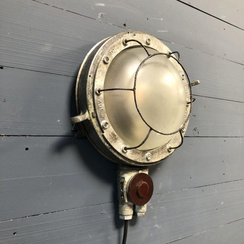 Oude wandlamp van een Russisch schip