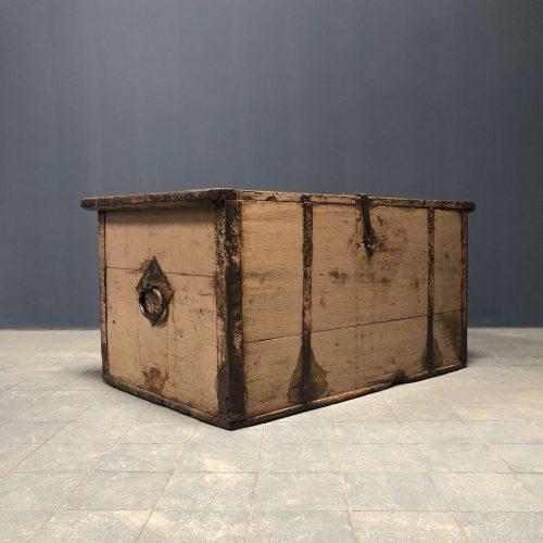 Grote Zweedse kist in originele verf