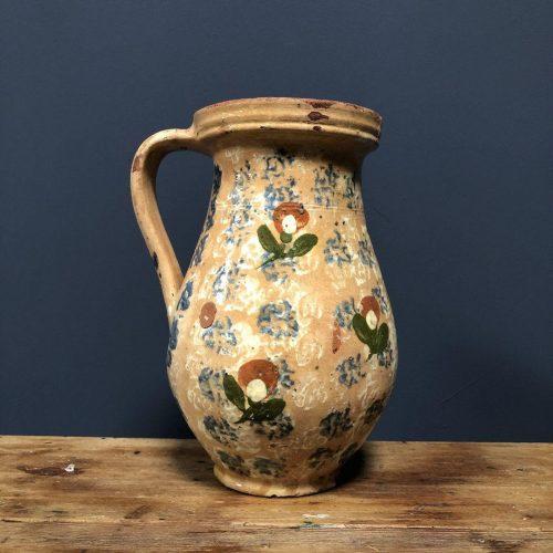 Antieke aardewerk kan met bloemenmotief