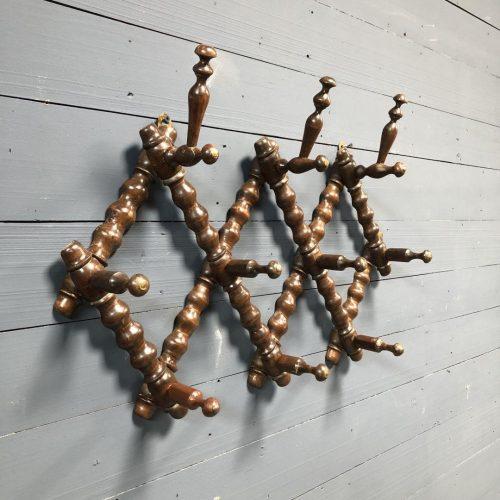 Houten kapstok van gedraaid hout uit België