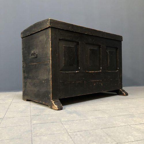 Oude Hollandse zwarte knechten kist