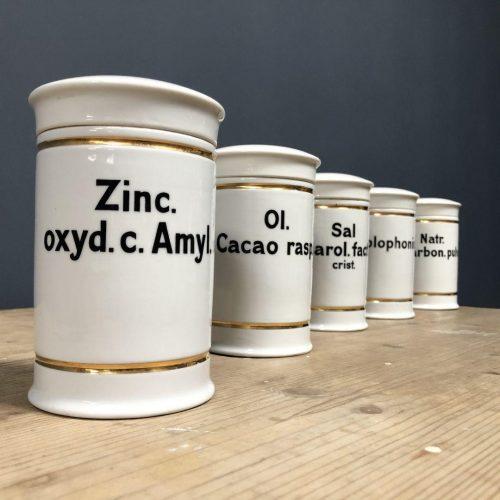 Porseleinen apothekers potten met gouden rand