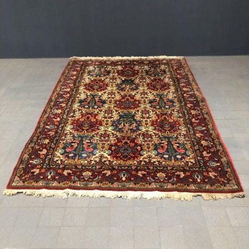Groot Perzisch tapijt