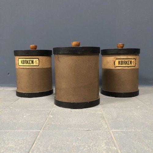 Oude kurken potten uit een Apotheek