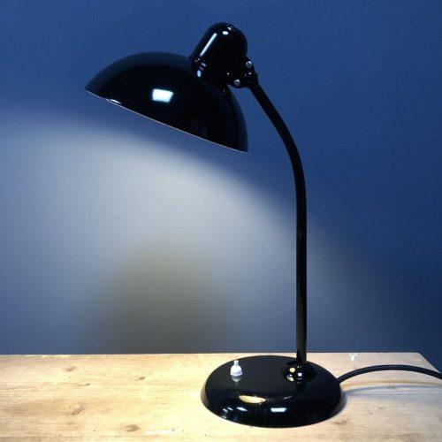 Zwarte Kaiser Idell bureaulamp model 6556