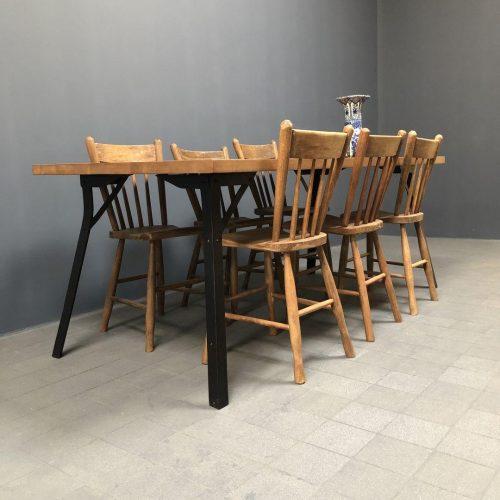 Industriële eiken tafel met stalen poten