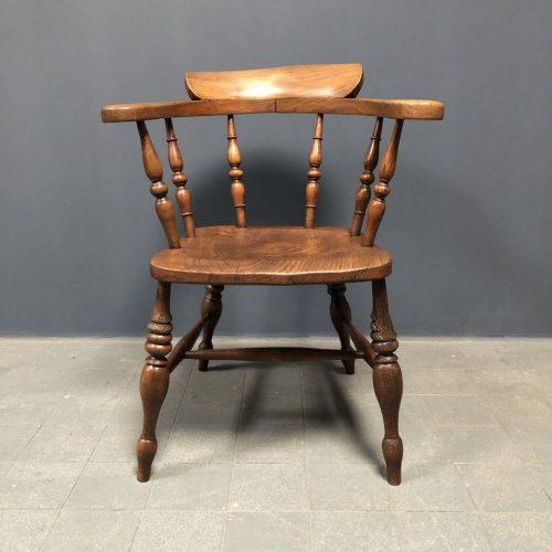 Engelse antieke captain chair