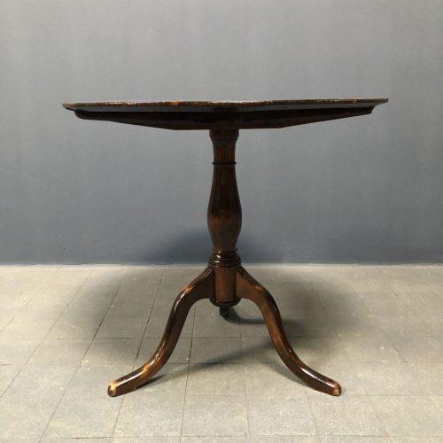 Antieke Zweedse ronde tafel