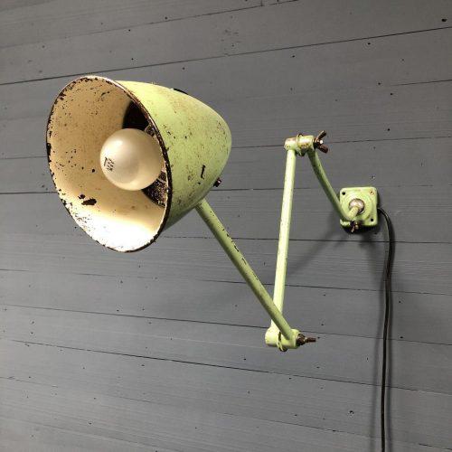 Industriële groene wandlamp