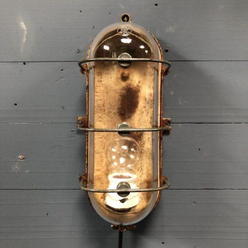 Glazen wandlamp van Industria Rotterdam