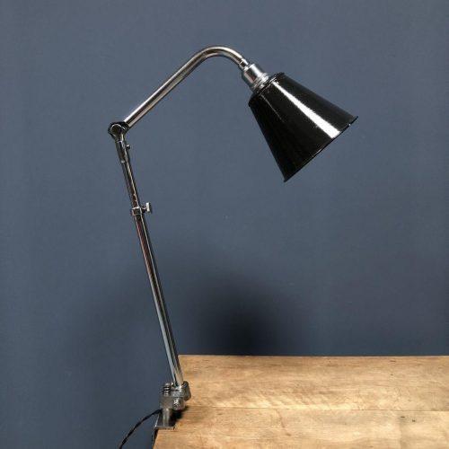 Franse Ki-E-Klair klemlamp met emaille kap