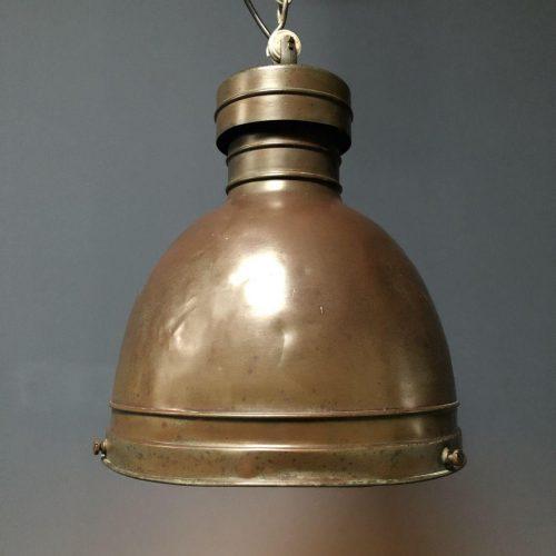 Oude koperen kerklamp