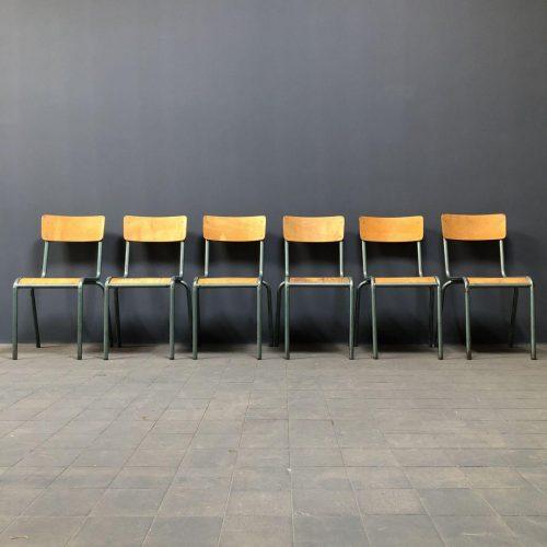 Set van zes Franse schoolstoelen