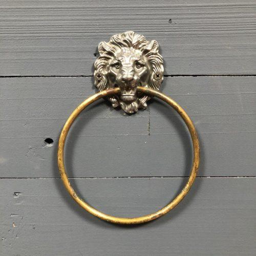 Handdoeken ring met leeuwenkop