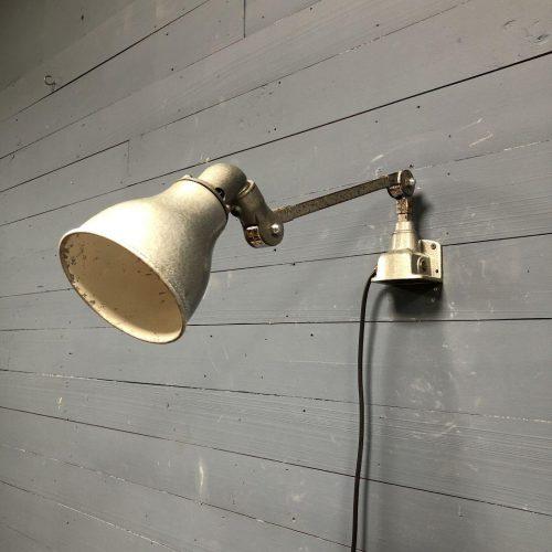 Grijze invisaflex wandlamp