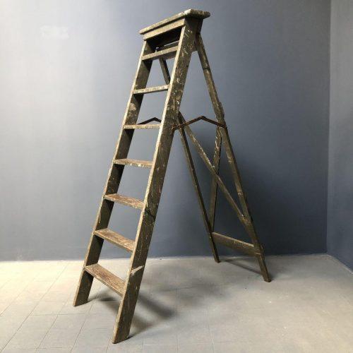 Oude brocante schilders trap