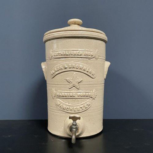 Antieke aardewerk houtskool filter