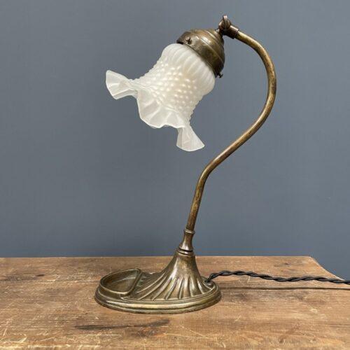 Messing bureaulamp met matglazen kapje