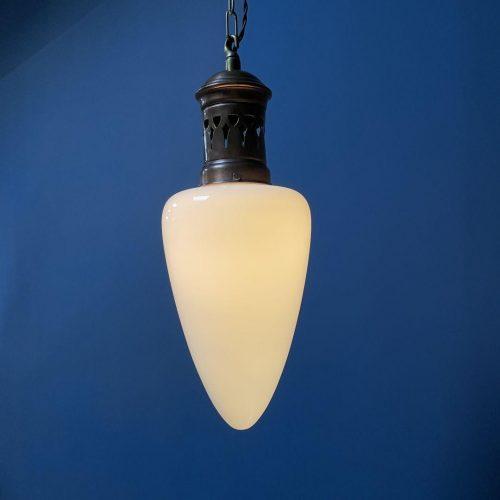 Opaline glazen hanglamp met koperen armatuur