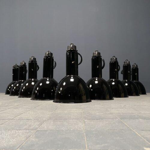 Partij zwart emaille Bauhaus fabriekslampen