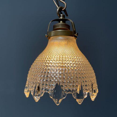Klein persglazen hanglamp met sierlijke punten