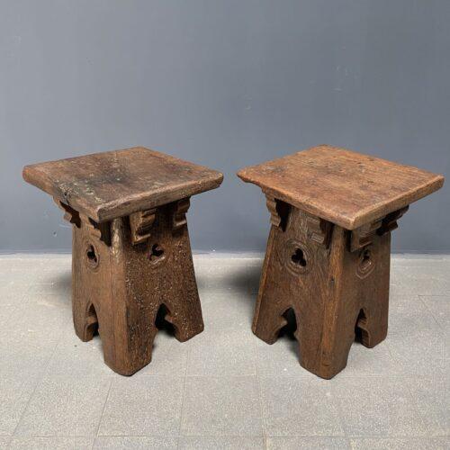 Set van twee gotische eikenhouten tafeltjes