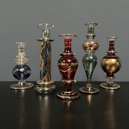 Verzameling antieke parfumflesjes
