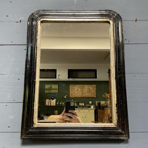 Middelgrote biedermeier spiegel met zwarte lijst